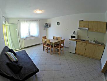 Zaostrog, Jedáleň v ubytovacej jednotke apartment, klimatizácia k dispozícii, domáci miláčikovia povolení a WiFi.
