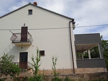 Biograd na Moru, Biograd, Объект 15661 - Апартаменты с галечным пляжем.