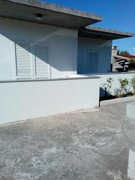 Sevid, Trogir, Objekt 15664 - Apartmani sa šljunčanom plažom.