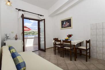 Pag, Jídelna v ubytování typu apartment, s klimatizací a WiFi.