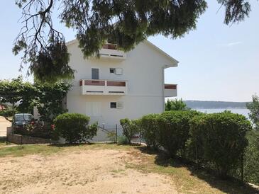 Banjol, Rab, Objekt 15679 - Apartmaji v bližini morja s prodnato plažo.