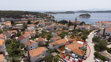 Hvar, Hvar, Property 15706 - Apartments and Rooms with pebble beach.