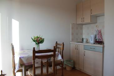 Brodarica, Dining room in the studio-apartment, WiFi.