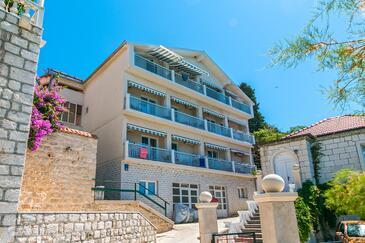 Brist, Makarska, Объект 15714 - Апартаменты вблизи моря с галечным пляжем.