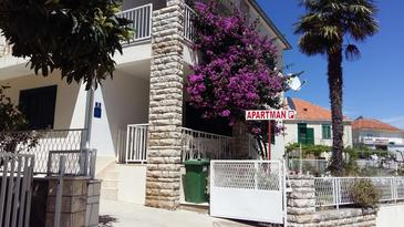 Primošten, Primošten, Objekt 15718 - Apartmani blizu mora sa šljunčanom plažom.
