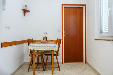 Nemira, Dining room in the apartment, (pet friendly) and WiFi.