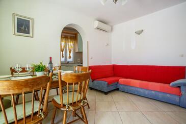 Nemira, Obývací pokoj v ubytování typu apartment, s klimatizací, domácí mazlíčci povoleni a WiFi.