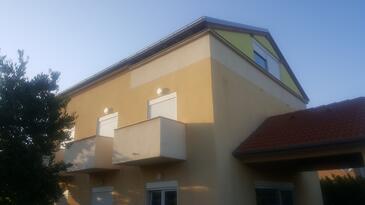 Pakoštane, Biograd, Szálláshely 15729 - Apartmanok kavicsos stranddal.