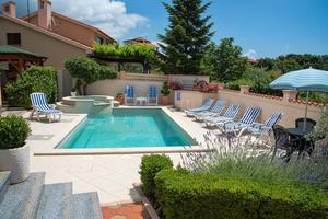 Family friendly apartments with a swimming pool Vinkuran (Pula) - 15736