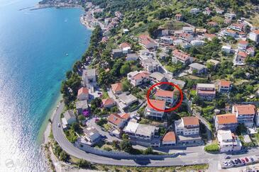 Krilo Jesenice, Omiš, Alloggio 15755 - Appartamenti affitto vicino al mare con la spiaggia ghiaiosa.