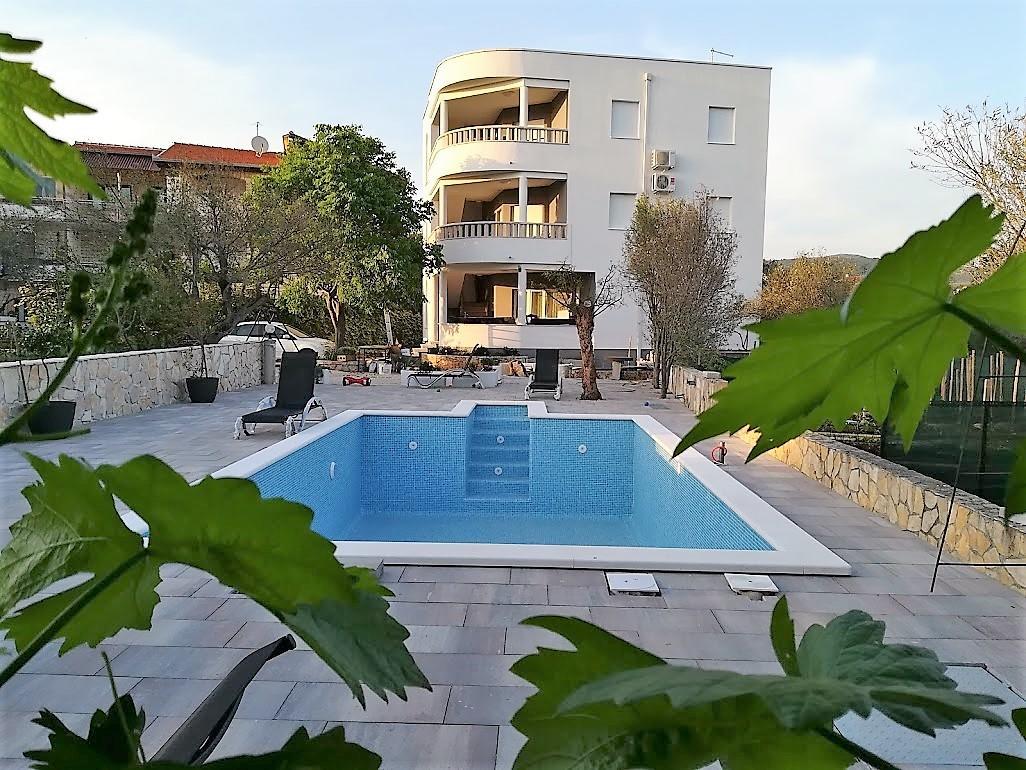 apartmány s bazénem Rogoznica