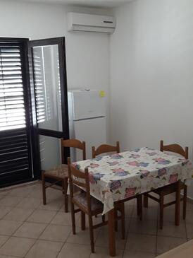 Pag, Dining room in the apartment, air condition available and WiFi.