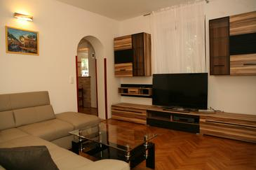 Kaštel Lukšić, Living room in the apartment, air condition available and WiFi.