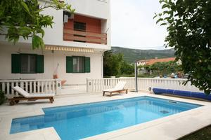 Family friendly apartments with a swimming pool Kaštel Lukšić, Kaštela - 15773
