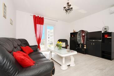 Stobreč, Obývací pokoj v ubytování typu apartment, s klimatizací a WiFi.