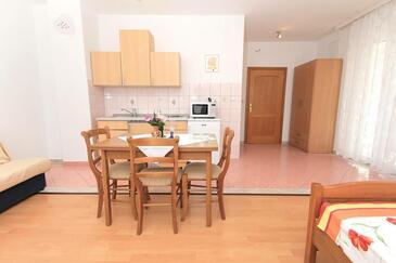 Kaštel Štafilić, Кухня в размещении типа studio-apartment, WiFi.