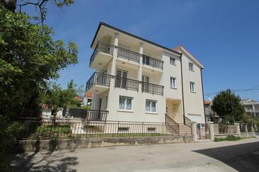Kaštel Štafilić, Kaštela, Objekt 15802 - Apartmani sa šljunčanom plažom.