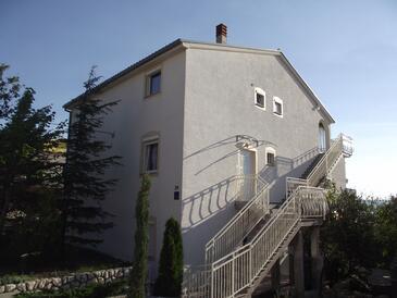 Novi Vinodolski, Novi Vinodolski, Objekt 15823 - Ubytování s oblázkovou pláží.