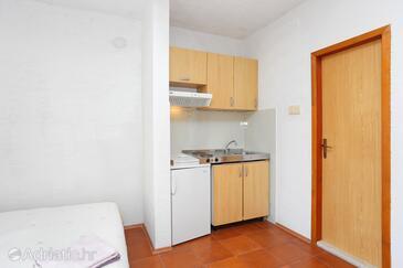 Okrug Donji, Kuchyně v ubytování typu studio-apartment.