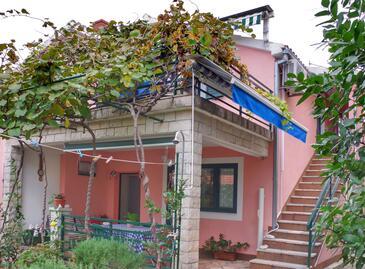 Rogoznica, Rogoznica, Objekt 15876 - Apartmani sa šljunčanom plažom.