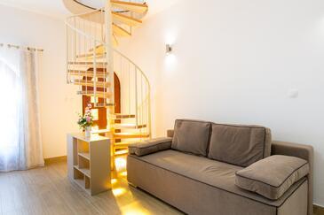Kaštel Stari, Wohnzimmer in folgender Unterkunftsart apartment, WiFi.