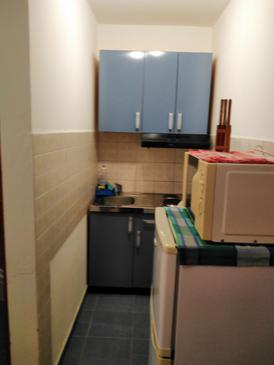 Njivice, Bucătărie în unitate de cazare tip studio-apartment, animale de companie sunt acceptate şi WiFi.