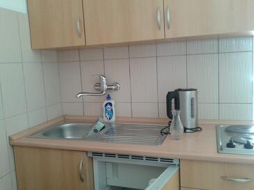 Rtina - Stošići, Kuchyně v ubytování typu studio-apartment.