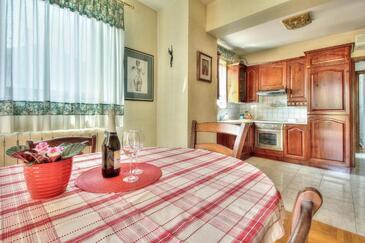 Umag, Dining room in the studio-apartment, WiFi.