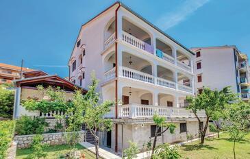 Novi Vinodolski, Novi Vinodolski, Объект 15946 - Апартаменты с галечным пляжем.