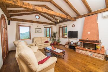 Poljane, Obývací pokoj 1 v ubytování typu house, klimatizácia k dispozícii, domácí mazlíčci povoleni a WiFi.