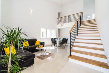 Posedarje, Obývací pokoj v ubytování typu house, s klimatizací a WiFi.