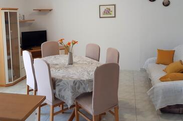 Supetarska Draga - Donja, Jídelna v ubytování typu apartment, s klimatizací a WiFi.