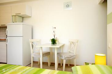 Vela Luka, Dining room in the studio-apartment, WIFI.