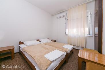 Gradac, Ložnice v ubytování typu room, s klimatizací a WiFi.