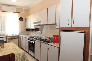 Pag, Kuchyně v ubytování typu apartment, s klimatizací, domácí mazlíčci povoleni a WiFi.