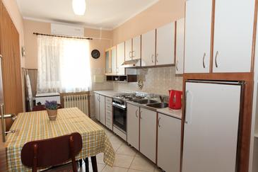 Pag, Kitchen in the apartment, air condition available, (pet friendly) and WiFi.