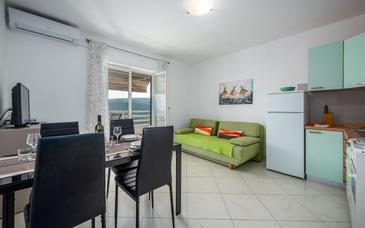 Rabac, Woonkamer in the apartment, air condition available, (pet friendly) en WiFi.
