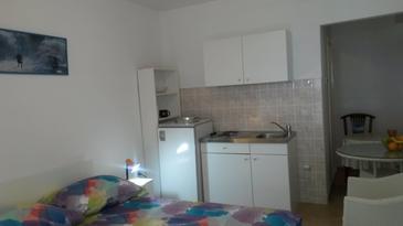 Tučepi, Kitchen in the studio-apartment, (pet friendly) and WiFi.