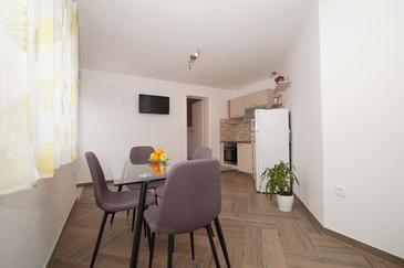 Žrnovo, Dining room in the apartment, air condition available and WiFi.