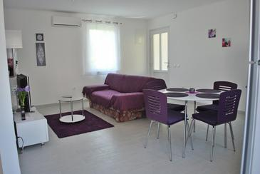 Podstrana, Living room in the apartment, air condition available, (pet friendly) and WiFi.