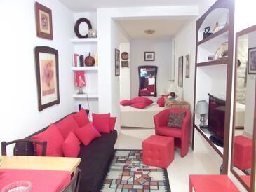 Blace, Obývací pokoj v ubytování typu studio-apartment, domácí mazlíčci povoleni a WiFi.