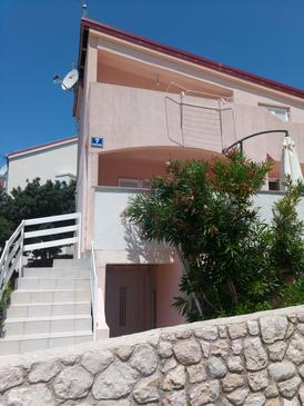 Mandre, Pag, Property 16069 - Apartments by the sea.