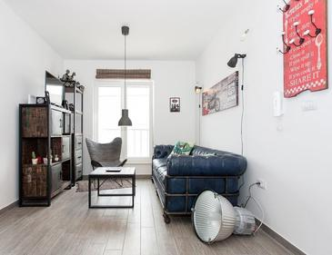 Poljica, Camera di soggiorno nell'alloggi del tipo apartment, condizionatore disponibile e WiFi.