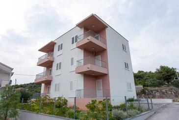 Poljica, Trogir, Alloggio 16077 - Appartamenti affitto con la spiaggia ghiaiosa.