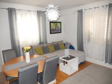 Postira, Pokój dzienny w zakwaterowaniu typu apartment, Dostępna klimatyzacja i WiFi.