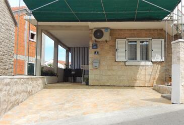 Postira, Brač, Obiekt 16092 - Apartamenty przy morzu ze żwirową plażą.