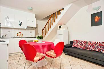 Sutivan, Dining room in the apartment, (pet friendly) and WiFi.