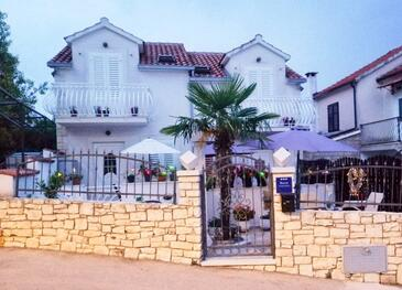 Sutivan, Brač, Property 16097 - Apartments with pebble beach.