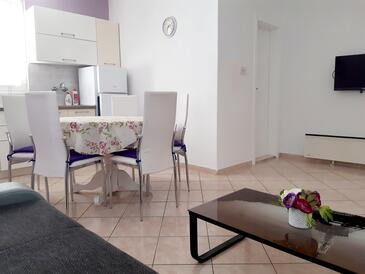 Pag, Dining room in the apartment, (pet friendly) and WiFi.