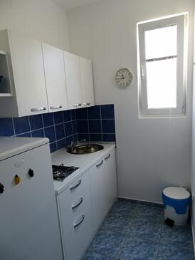 Pag, Kitchen in the studio-apartment, (pet friendly) and WiFi.